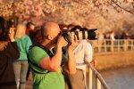 fotograf robiący zdjęcia, aparat